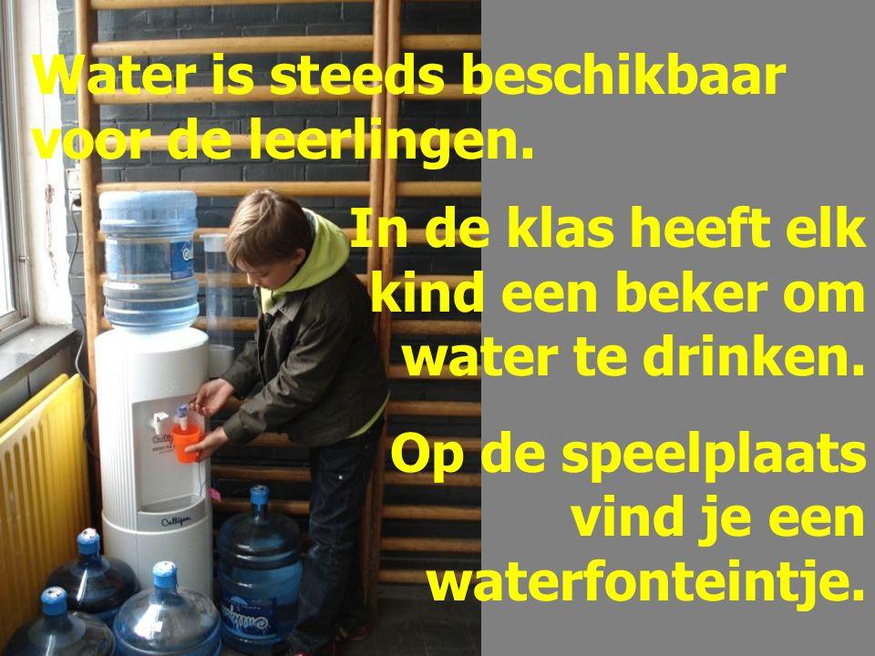 Water is steeds beschikbaar voor de leerlingen.