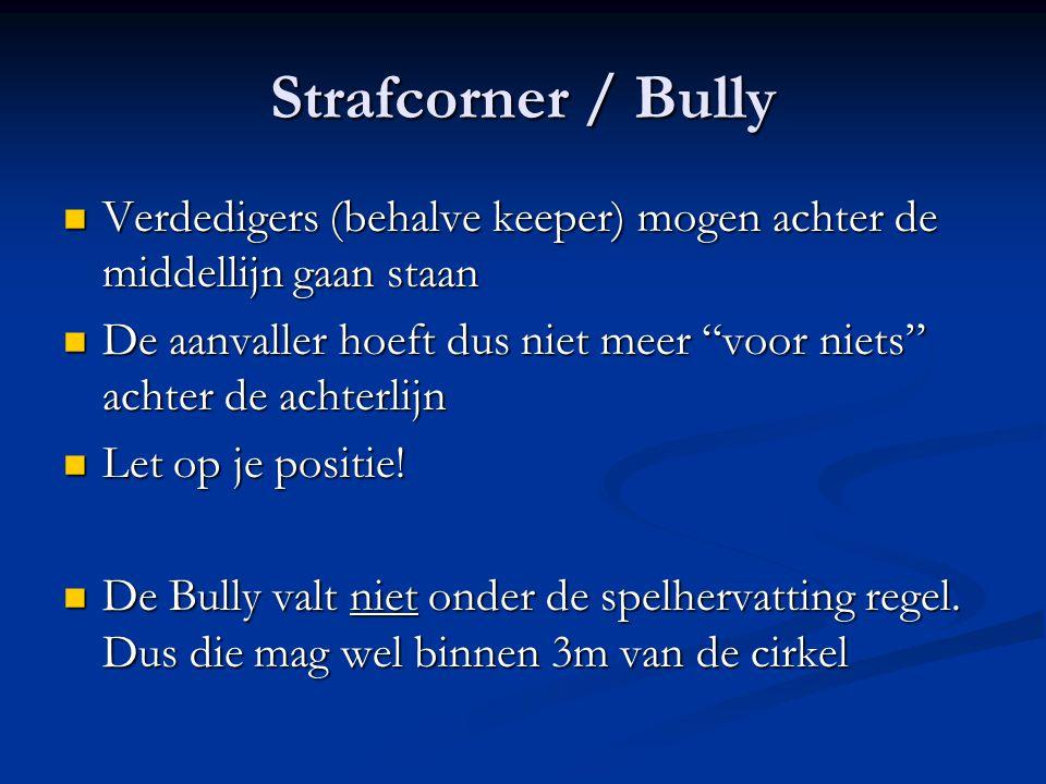 Strafcorner / Bully Verdedigers (behalve keeper) mogen achter de middellijn gaan staan.