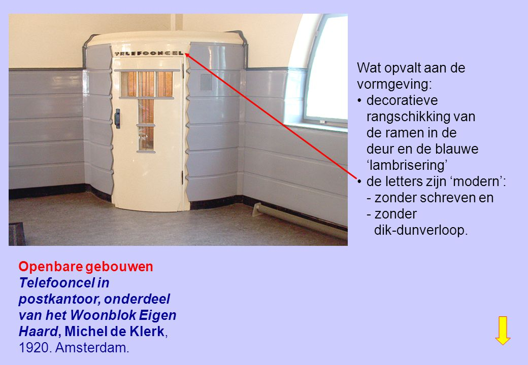Wat opvalt aan de vormgeving: • decoratieve rangschikking van de ramen in de deur en de blauwe 'lambrisering'