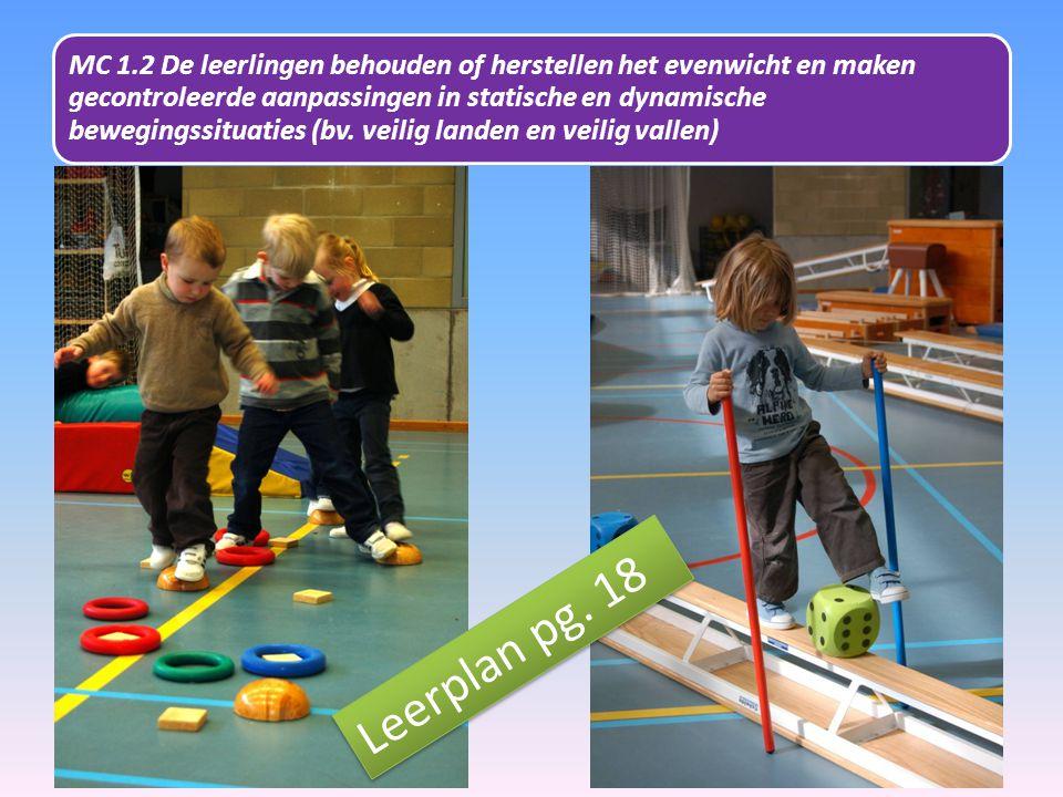 MC 1.2 De leerlingen behouden of herstellen het evenwicht en maken gecontroleerde aanpassingen in statische en dynamische bewegingssituaties (bv. veilig landen en veilig vallen)