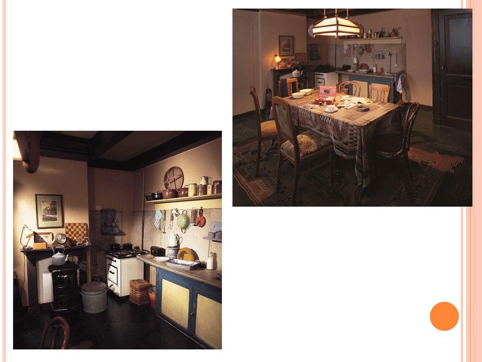 Eetkamer / keuken was ook de kamer van Hermann en Auguste van Pels