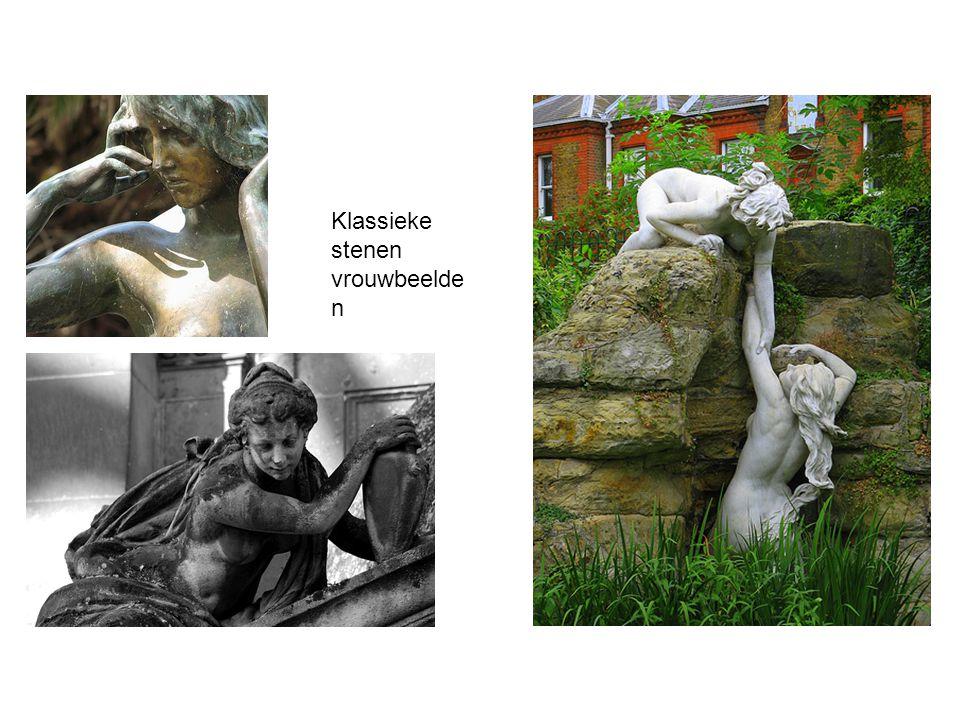 Klassieke stenen vrouwbeelden