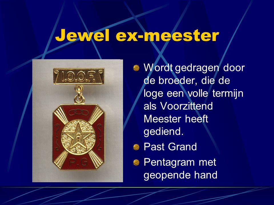 Jewel ex-meester Wordt gedragen door de broeder, die de loge een volle termijn als Voorzittend Meester heeft gediend.
