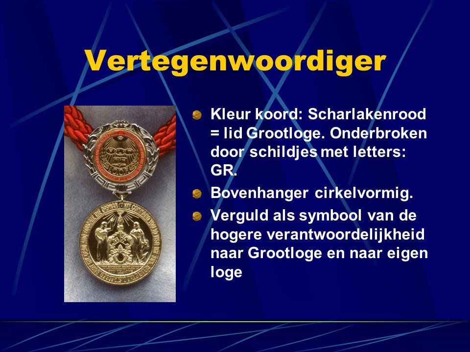 Vertegenwoordiger Kleur koord: Scharlakenrood = lid Grootloge. Onderbroken door schildjes met letters: GR.