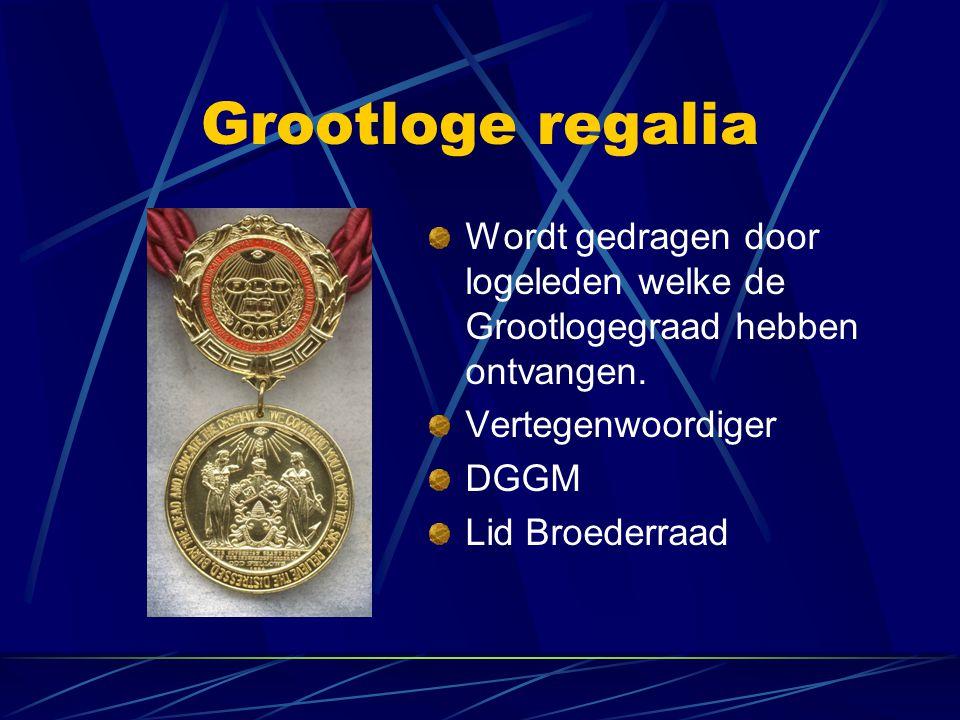 Grootloge regalia Wordt gedragen door logeleden welke de Grootlogegraad hebben ontvangen. Vertegenwoordiger.