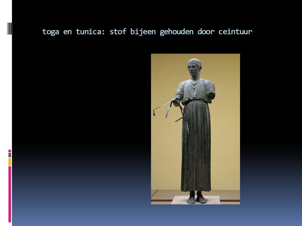 toga en tunica: stof bijeen gehouden door ceintuur