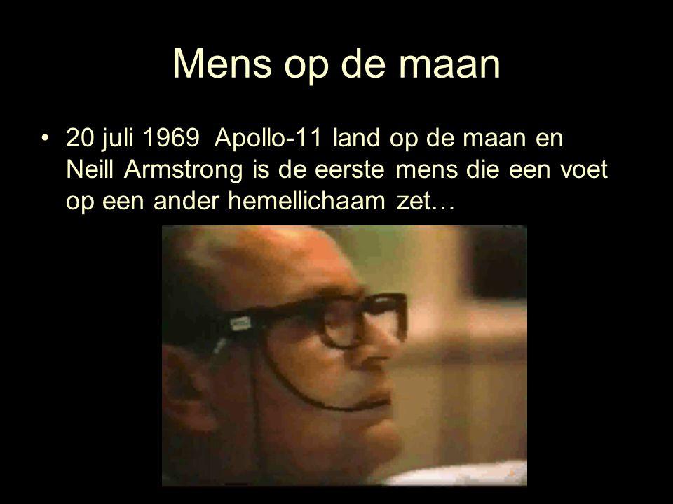 Mens op de maan 20 juli 1969 Apollo-11 land op de maan en Neill Armstrong is de eerste mens die een voet op een ander hemellichaam zet…