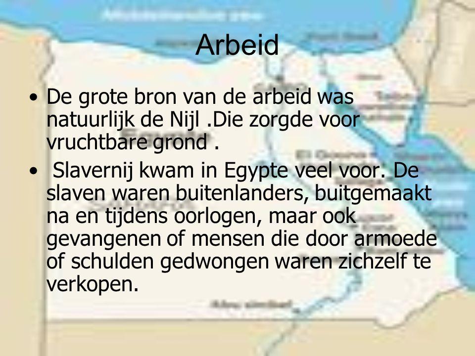 Arbeid De grote bron van de arbeid was natuurlijk de Nijl .Die zorgde voor vruchtbare grond .