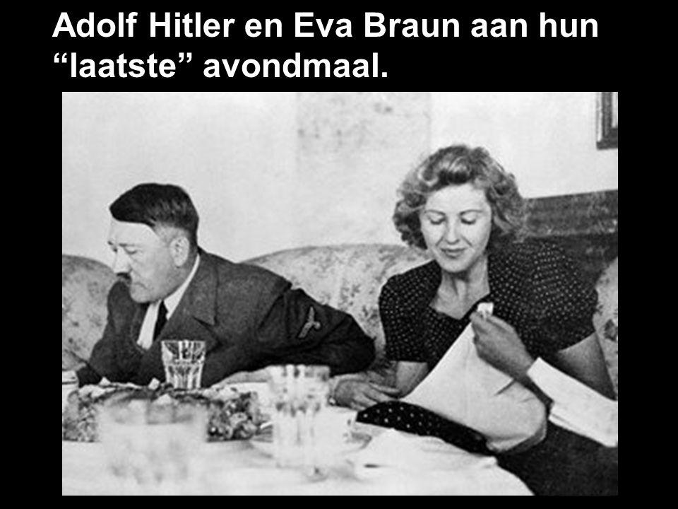 Adolf Hitler en Eva Braun aan hun laatste avondmaal.