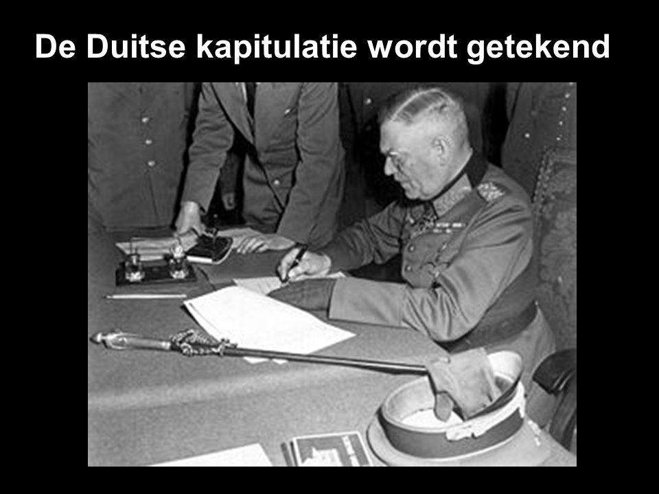 De Duitse kapitulatie wordt getekend