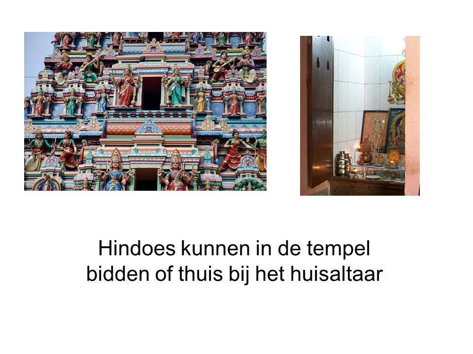 Hindoes kunnen in de tempel bidden of thuis bij het huisaltaar