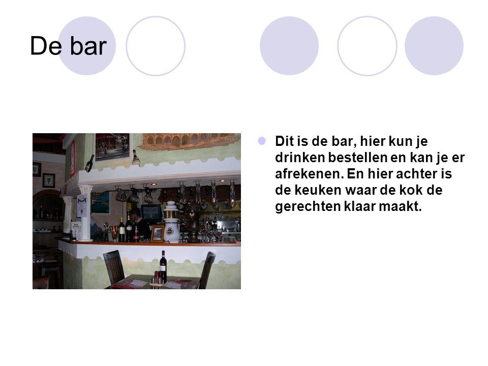 De bar Dit is de bar, hier kun je drinken bestellen en kan je er afrekenen.