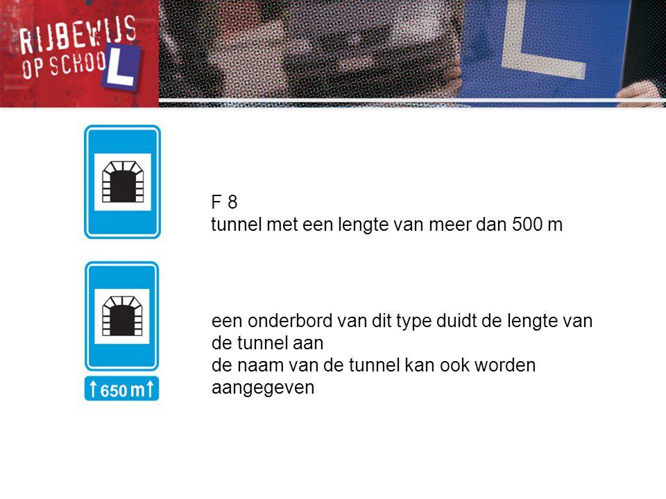 F 8 tunnel met een lengte van meer dan 500 m. een onderbord van dit type duidt de lengte van de tunnel aan.