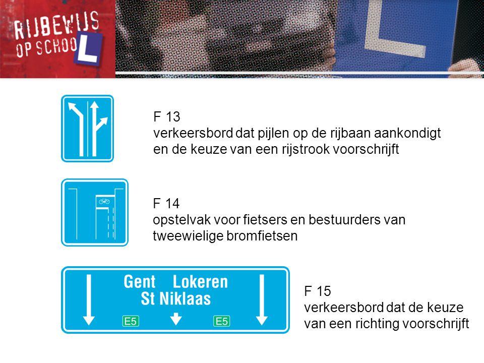 F 13 verkeersbord dat pijlen op de rijbaan aankondigt en de keuze van een rijstrook voorschrijft. F 14.