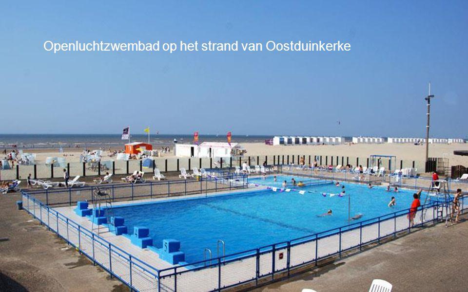 Openluchtzwembad op het strand van Oostduinkerke