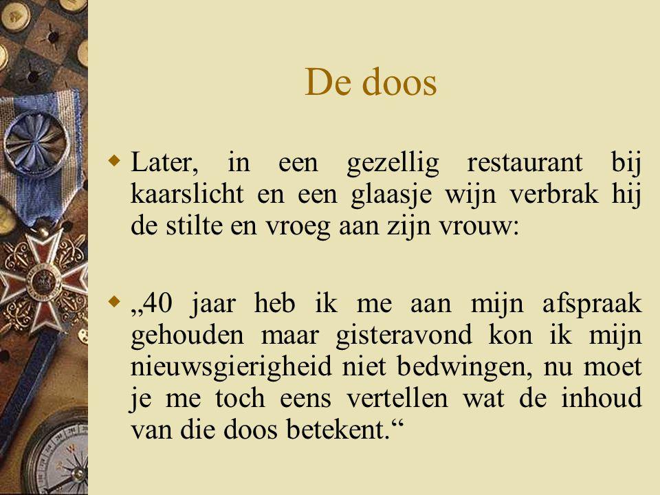 De doos Later, in een gezellig restaurant bij kaarslicht en een glaasje wijn verbrak hij de stilte en vroeg aan zijn vrouw: