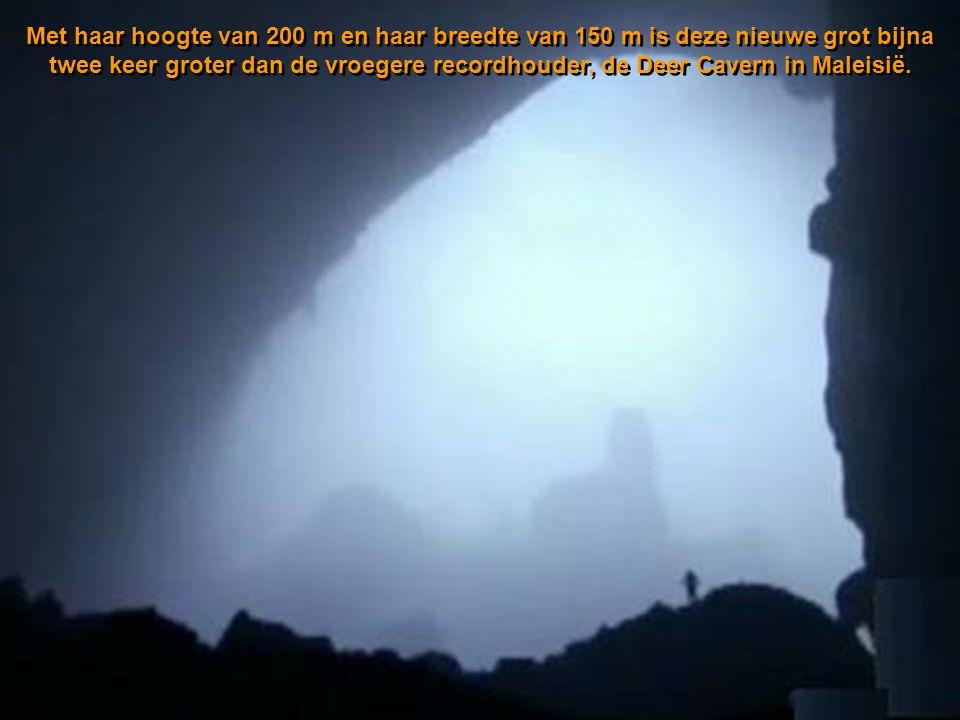 Met haar hoogte van 200 m en haar breedte van 150 m is deze nieuwe grot bijna twee keer groter dan de vroegere recordhouder, de Deer Cavern in Maleisië.
