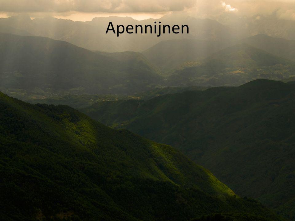 Apennijnen De Apennijnen (Italiaans: Appennini) zijn een gebergte in Italiëvvvvvvv