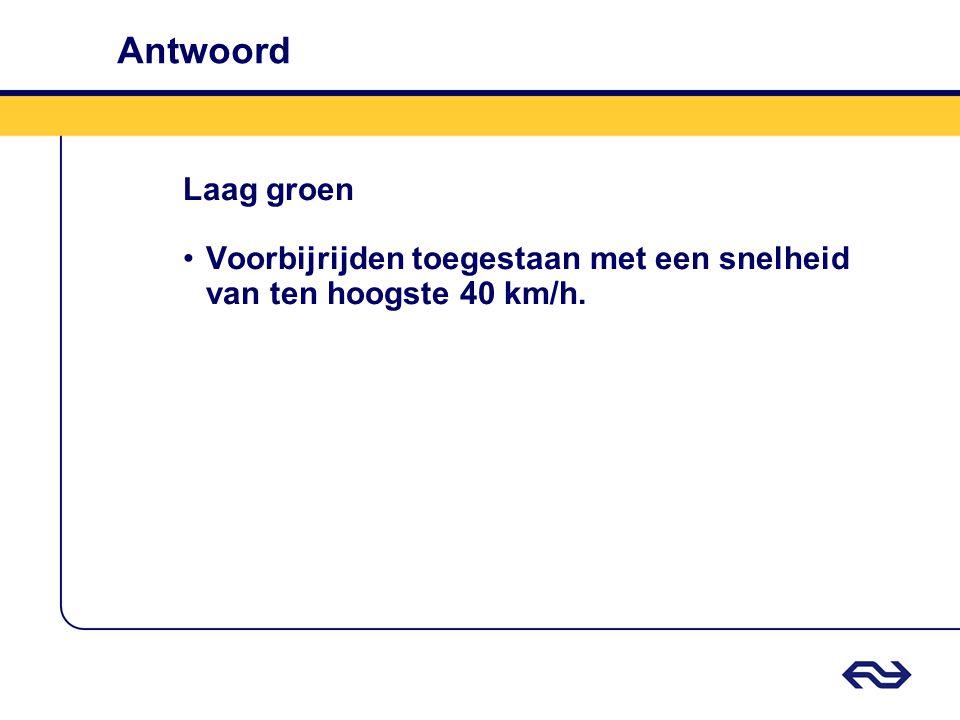Antwoord Laag groen Voorbijrijden toegestaan met een snelheid van ten hoogste 40 km/h.