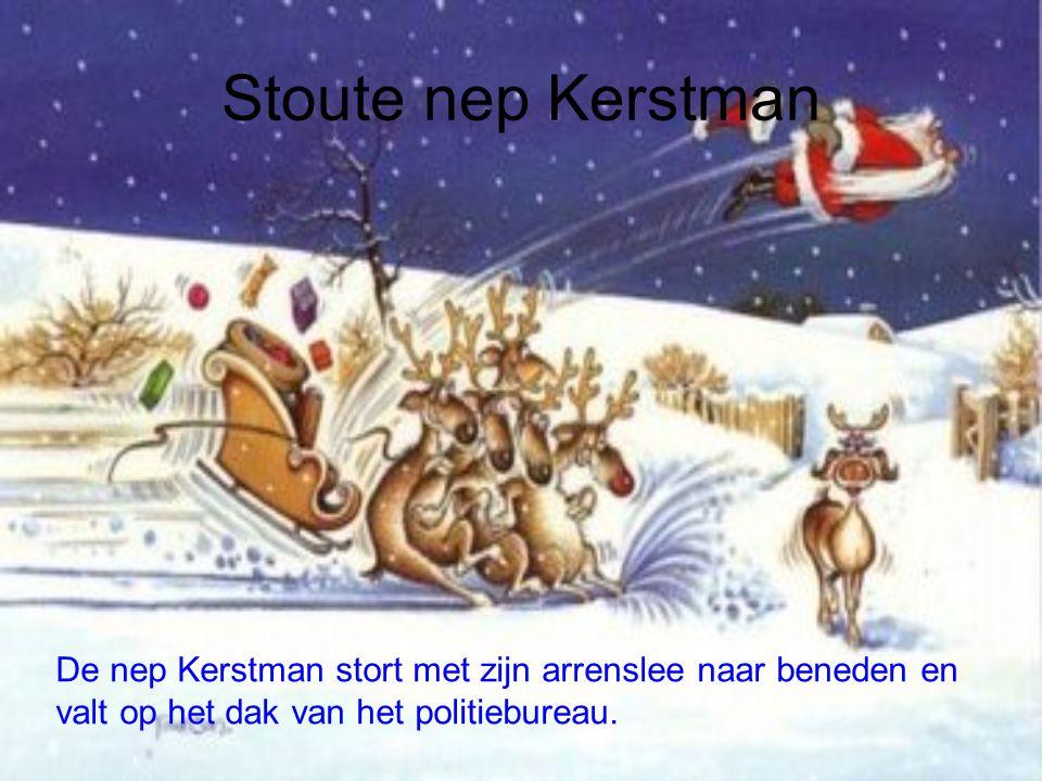 Stoute nep Kerstman De nep Kerstman stort met zijn arrenslee naar beneden en.