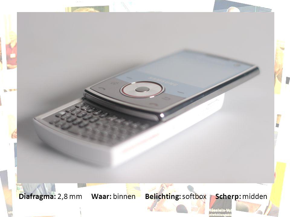 Diafragma: 2,8 mm Waar: binnen Belichting: softbox Scherp: midden