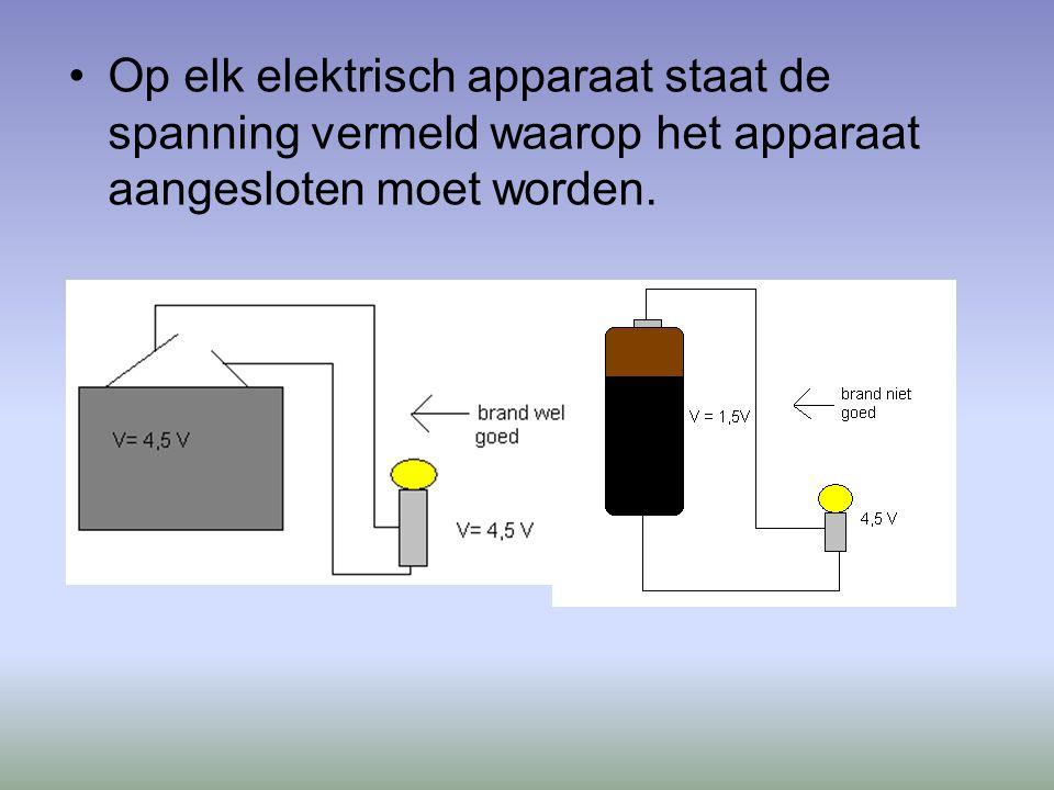 Op elk elektrisch apparaat staat de spanning vermeld waarop het apparaat aangesloten moet worden.