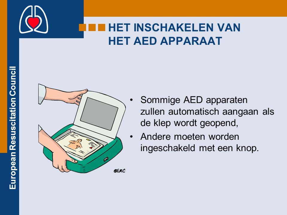 HET INSCHAKELEN VAN HET AED APPARAAT