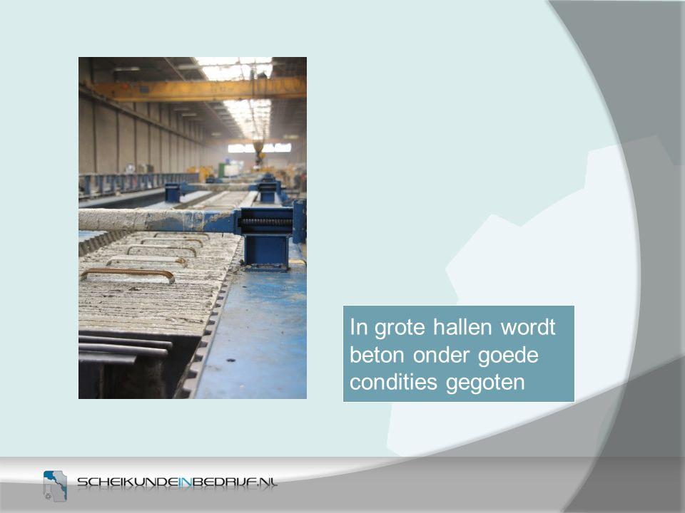 In grote hallen wordt beton onder goede condities gegoten 4