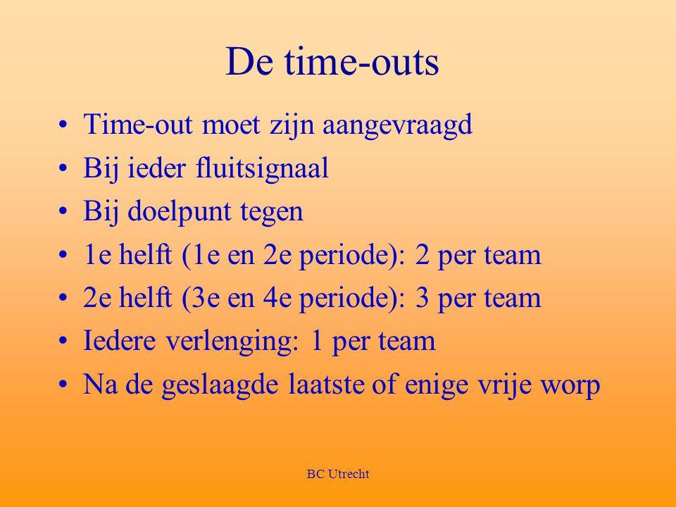 De time-outs Time-out moet zijn aangevraagd Bij ieder fluitsignaal