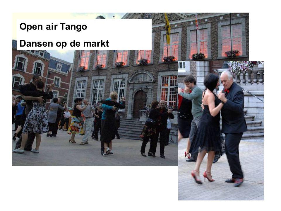 Open air Tango Dansen op de markt