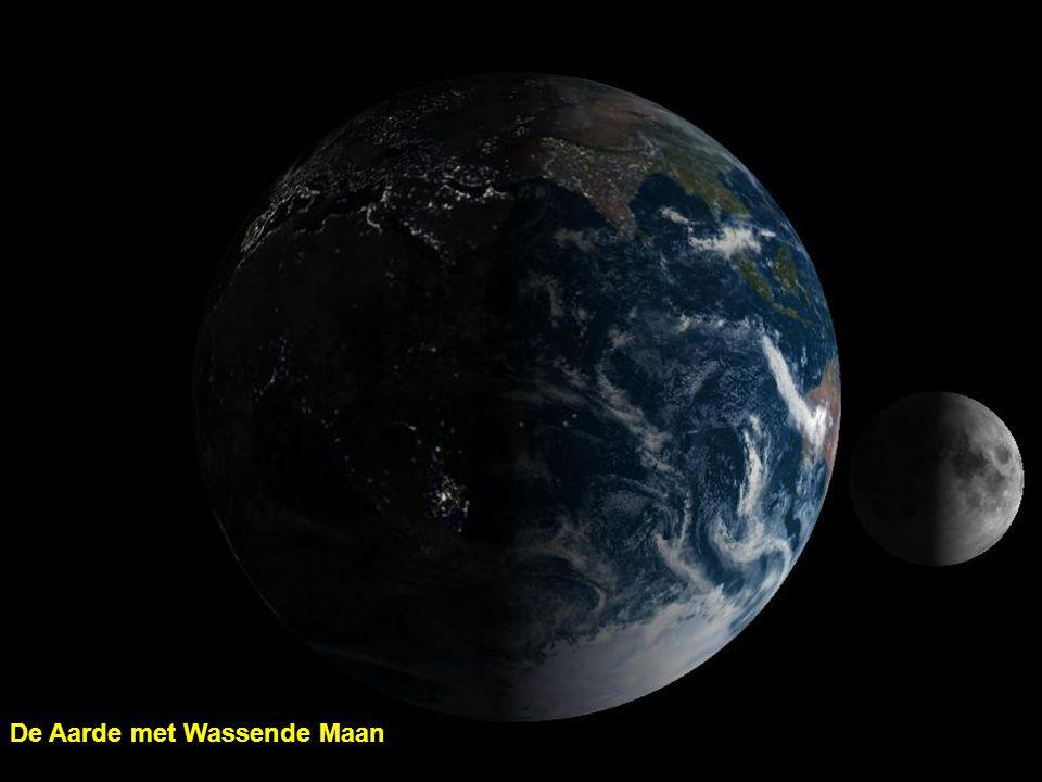 De Aarde met Wassende Maan