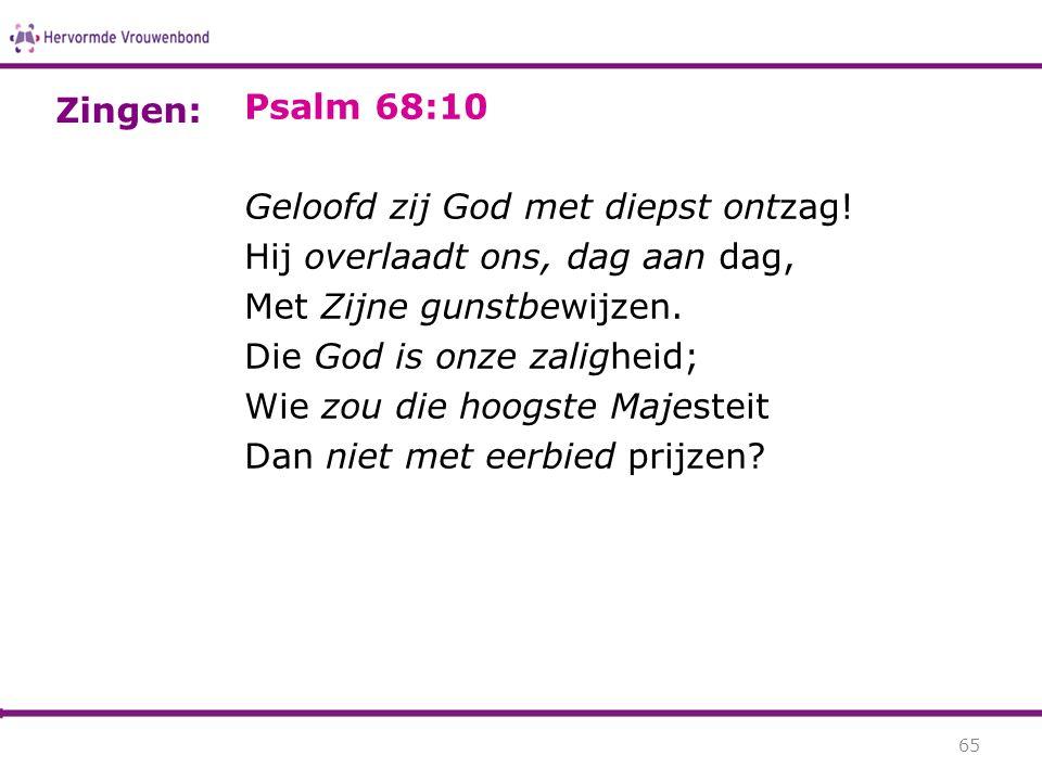 Zingen: Psalm 68:10. Geloofd zij God met diepst ontzag! Hij overlaadt ons, dag aan dag, Met Zijne gunstbewijzen.