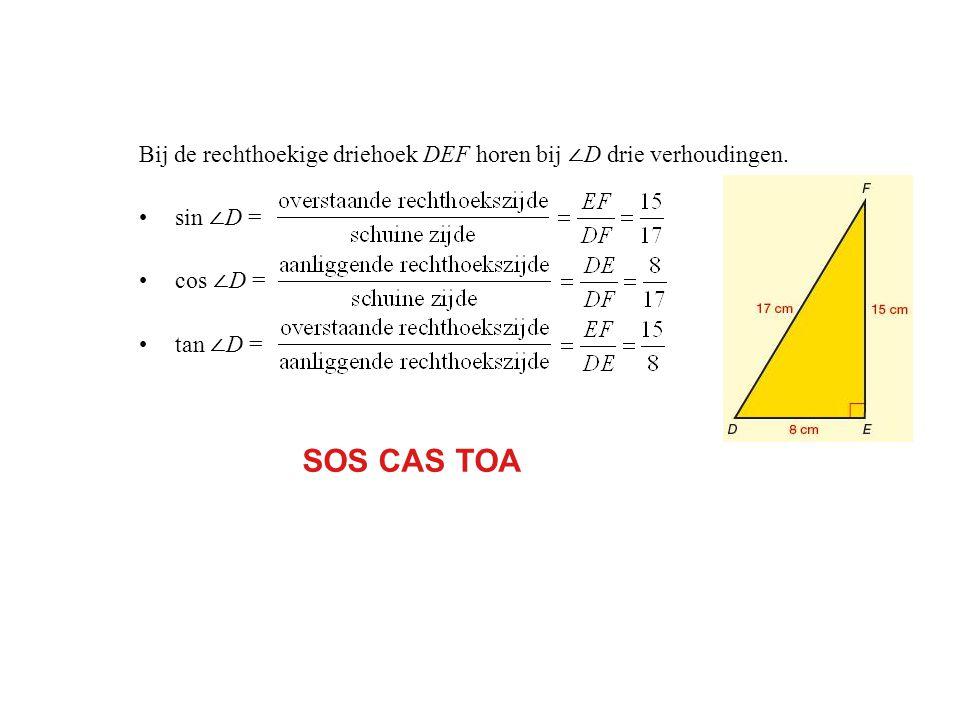 Bij de rechthoekige driehoek DEF horen bij ∠D drie verhoudingen.