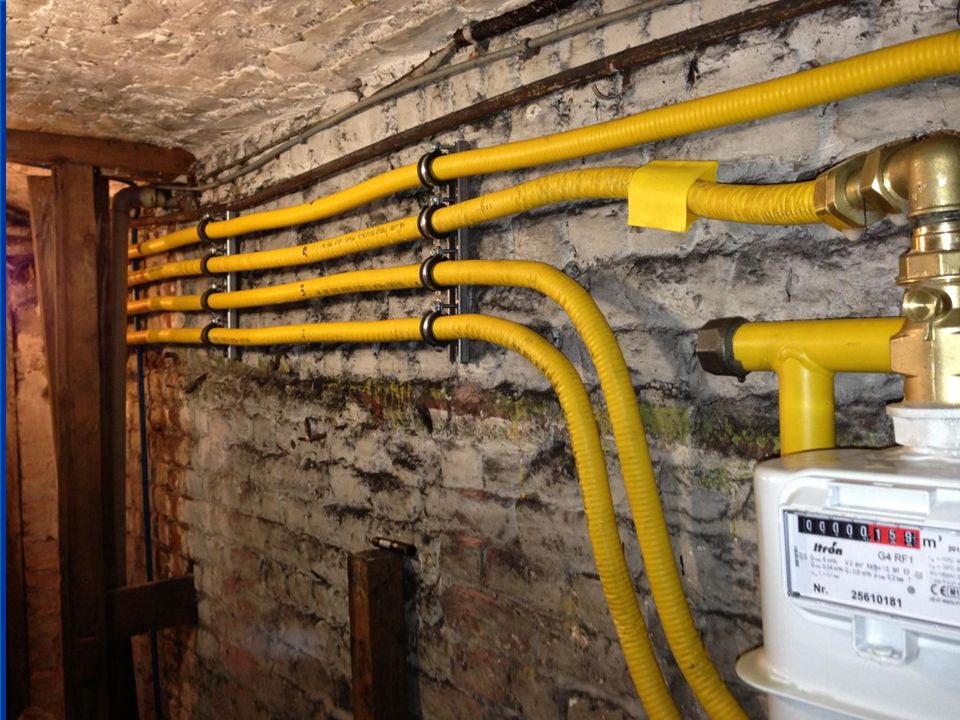 BOA Vervanging van de binnenleiding. Op de tweede buis ziet men dat de thermokrimpkous is geplaatst en zal gekrompen worden na de dichtheidstest.