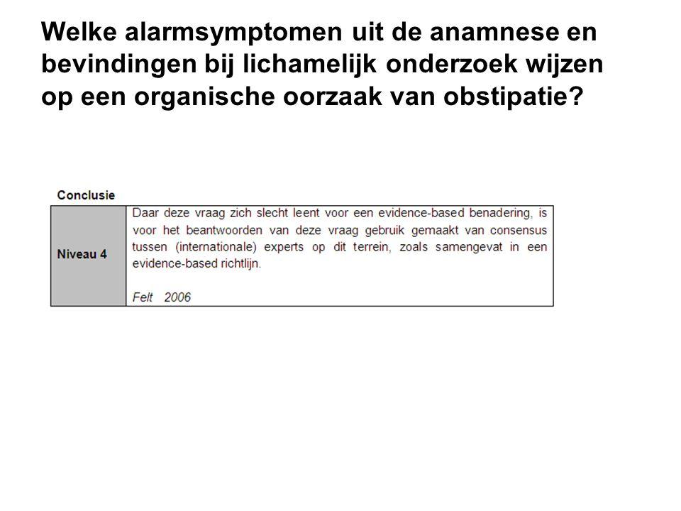 Welke alarmsymptomen uit de anamnese en bevindingen bij lichamelijk onderzoek wijzen op een organische oorzaak van obstipatie