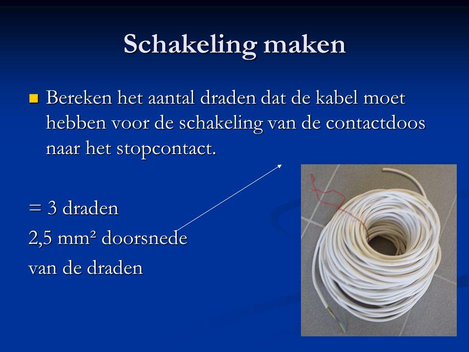 Schakeling maken Bereken het aantal draden dat de kabel moet hebben voor de schakeling van de contactdoos naar het stopcontact.