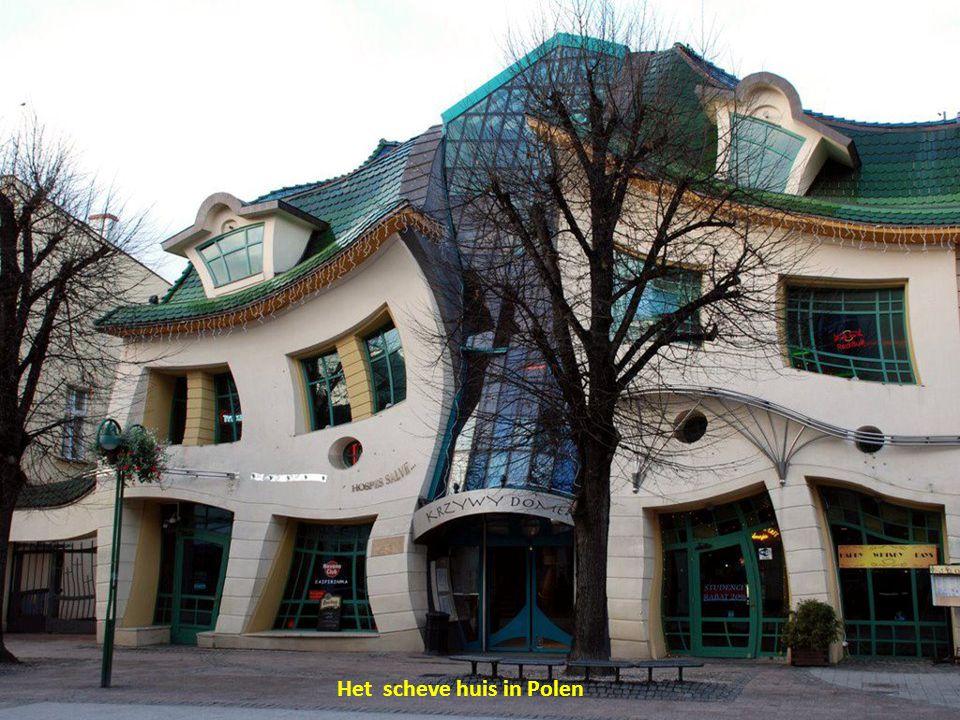 Het scheve huis in Polen