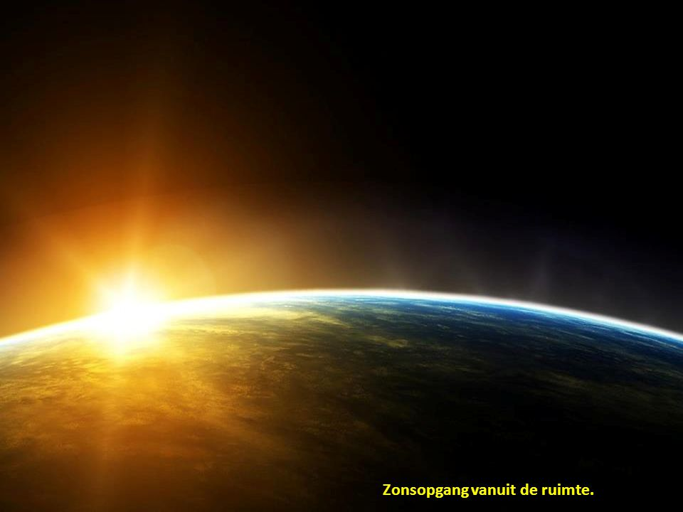 Zonsopgang vanuit de ruimte.