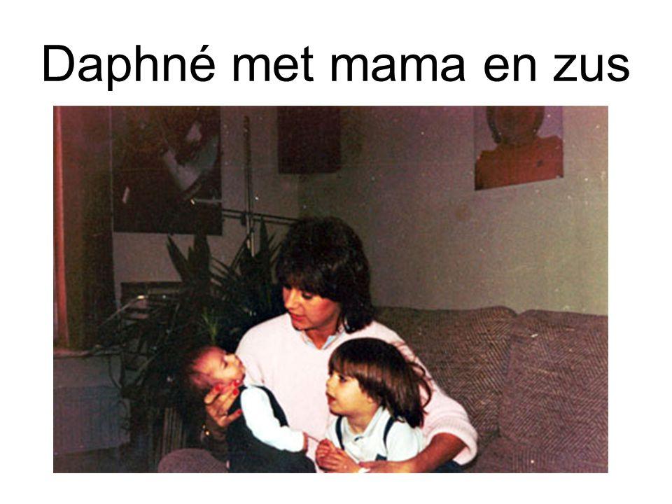 Daphné met mama en zus