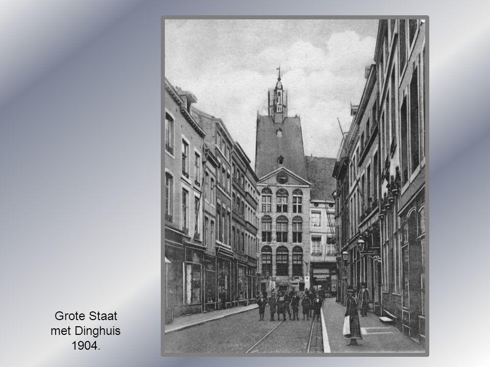 Grote Staat met Dinghuis 1904.