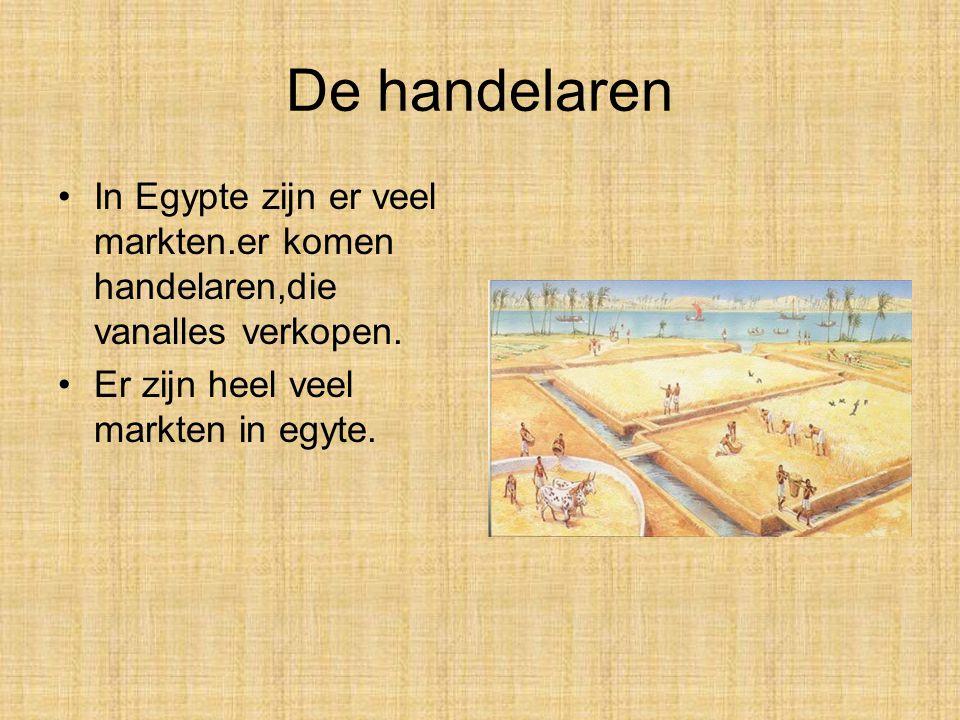 De handelaren In Egypte zijn er veel markten.er komen handelaren,die vanalles verkopen.