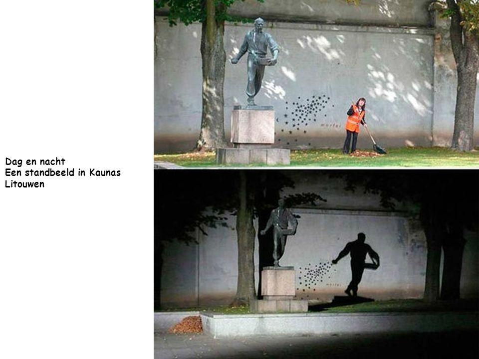 Dag en nacht Een standbeeld in Kaunas Litouwen