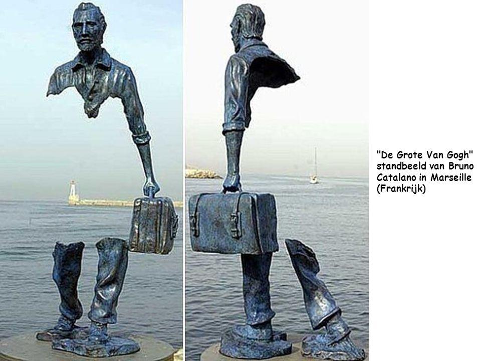 De Grote Van Gogh standbeeld van Bruno Catalano in Marseille (Frankrijk)