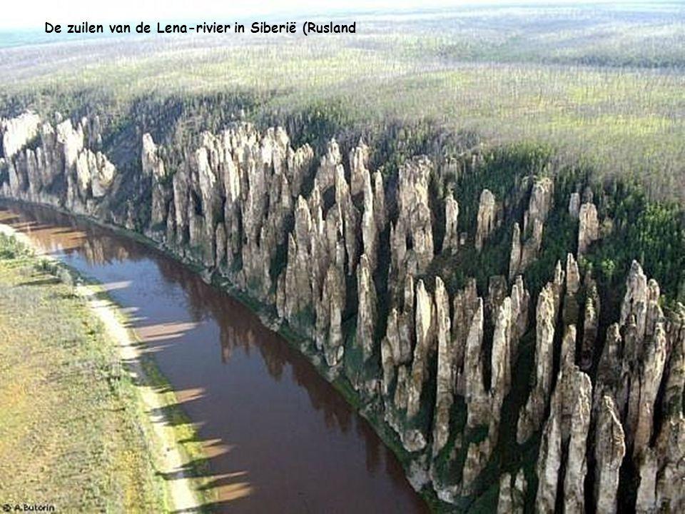 De zuilen van de Lena-rivier in Siberië (Rusland