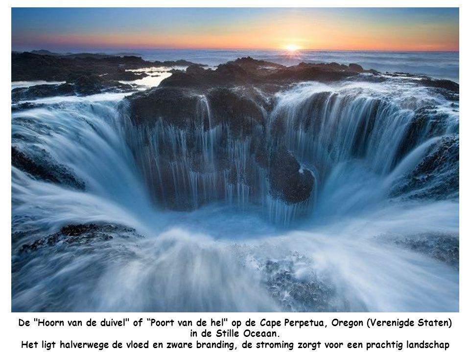 De Hoorn van de duivel of Poort van de hel op de Cape Perpetua, Oregon (Verenigde Staten) in de Stille Oceaan.