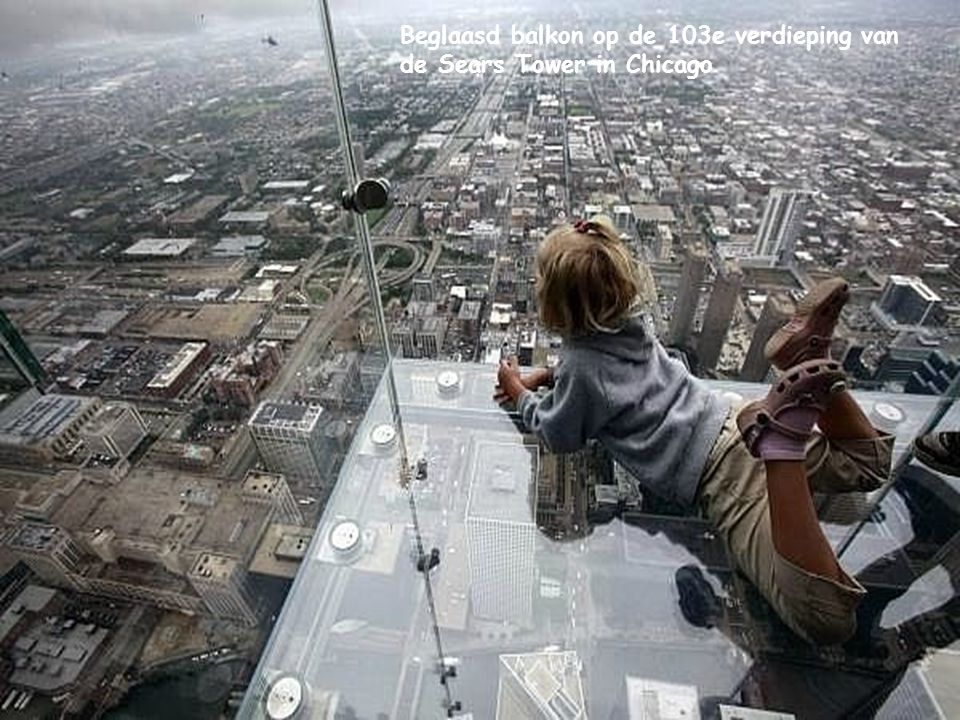 Beglaasd balkon op de 103e verdieping van de Sears Tower in Chicago