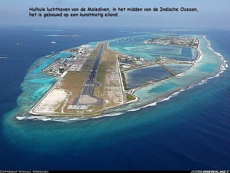 Hulhule luchthaven van de Malediven, in het midden van de Indische Oceaan, het is gebouwd op een kunstmatig eiland.