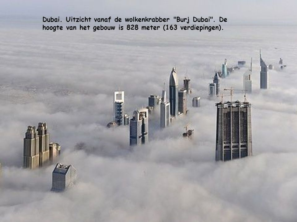Dubai. Uitzicht vanaf de wolkenkrabber Burj Dubai