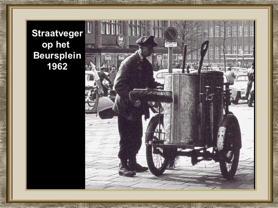 Straatveger op het Beursplein 1962