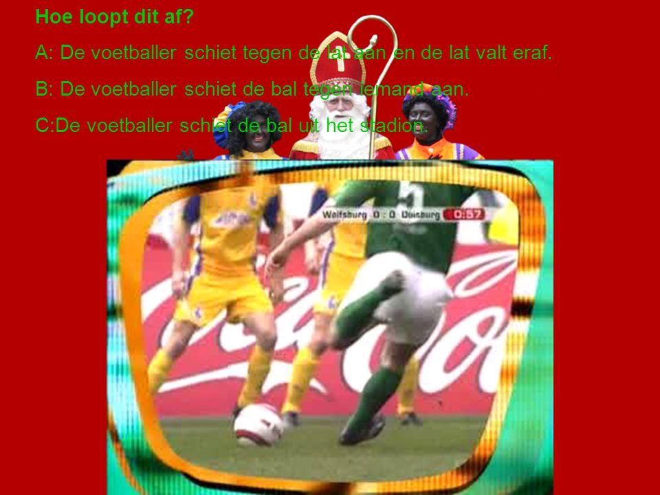 Hoe loopt dit af A: De voetballer schiet tegen de lat aan en de lat valt eraf. B: De voetballer schiet de bal tegen iemand aan.